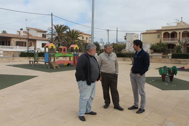 Los alcaldes y la consellera insular de Medio Ambiente, Sandra Espeja (Foto: CIM)