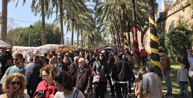 Miles de personas han salido a la calle para disfrutar de una jornada festiva en todas las Islas (Foto: Sebastià Salas Serra)