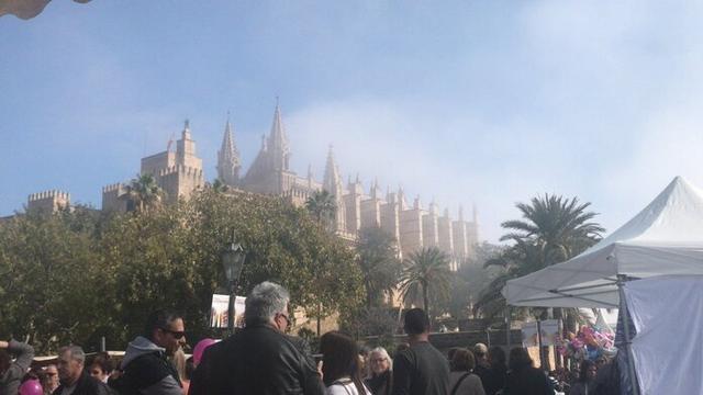 Ni la niebla ha impedido que las calles se hayan llenado de gente (Foto: Twitter Monica Bestard)