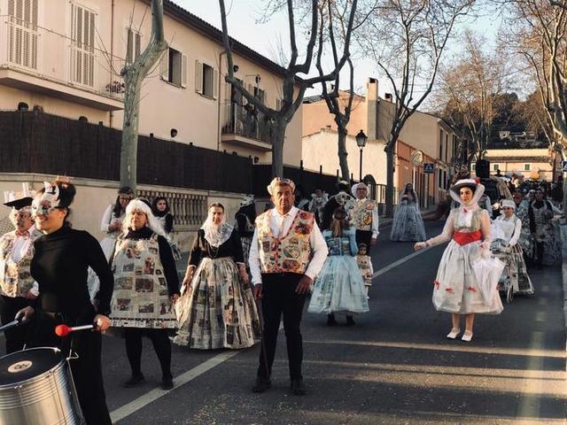 Las calles del municipio se han llenado de color (Foto: Ayto Calvià)