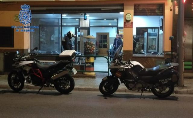 La Policía Nacional ha inspeccionado 101 bares que emitían ilegalmente partidos de fútbol Foto: Policía Nacional)