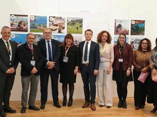 Busquets y Bonet junto a los representantes de los diferentes Consells insulares (Foto: Marga Coll)