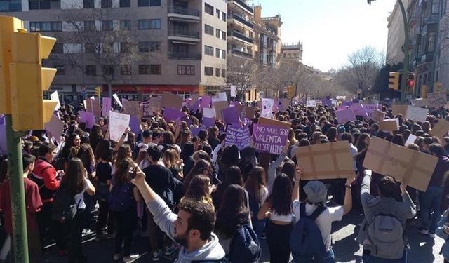 La manifestación de estudiantes ha cortado la Avenida de Portugal (Foto: EP)