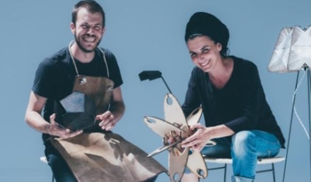Dos de los artistas-artesanos que participan en la muestra