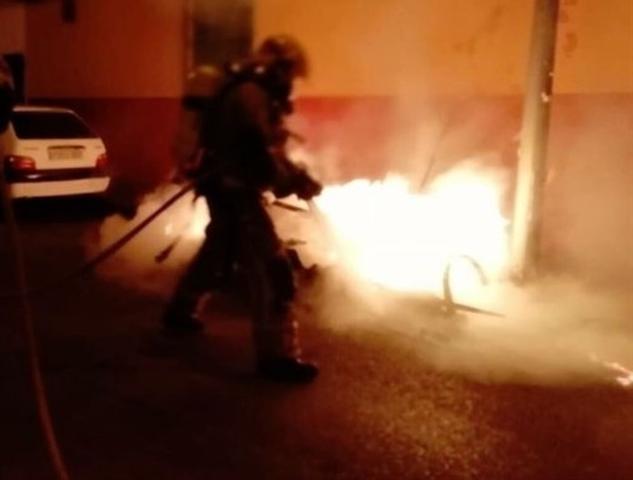 Desde diciembre de 2017 han ardido más de 250 contenedores en Palma (Foto: Bombers de Palma)