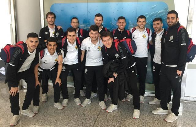 Los convocados por Vadillo posando en el aeropuerto (Foto: Palma Futsal)