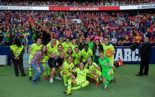 Las mallorquinas festejando la victoria con sus compañeras (Foto: Twitter)