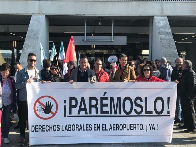 Unos trabajadores participando en la huelga de dos horas del pasado 21 de febrero (Foto: Archivo)