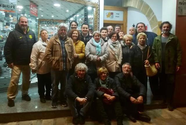 La candidata rodeada por sus compañeros de partido (Foto: PSOE)