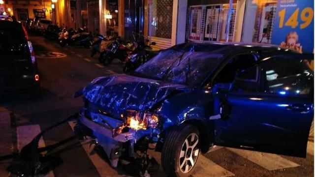 El vehículo ha quedado destrozado tras el impacto (Foto: CNP)