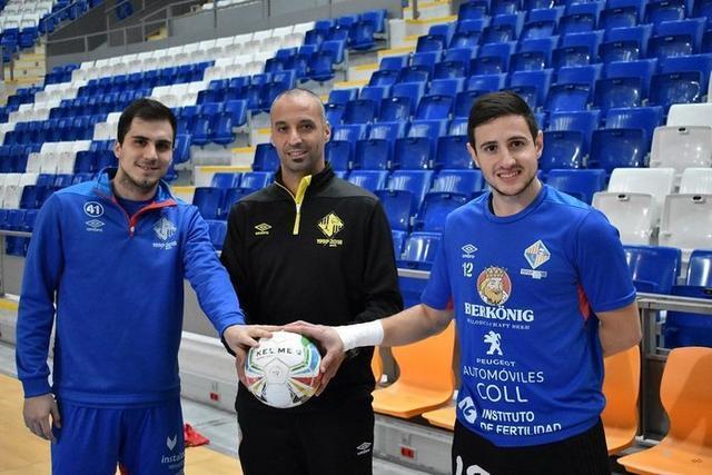 Vadillo entre Mati Rosa y Nico Sarmiento, ambos convocados por la selección argentina (Foto: Palma Futsal)