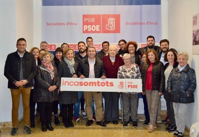 Moreno rodeado de sus compañeros de partido (Foto: PSIB PSOE)
