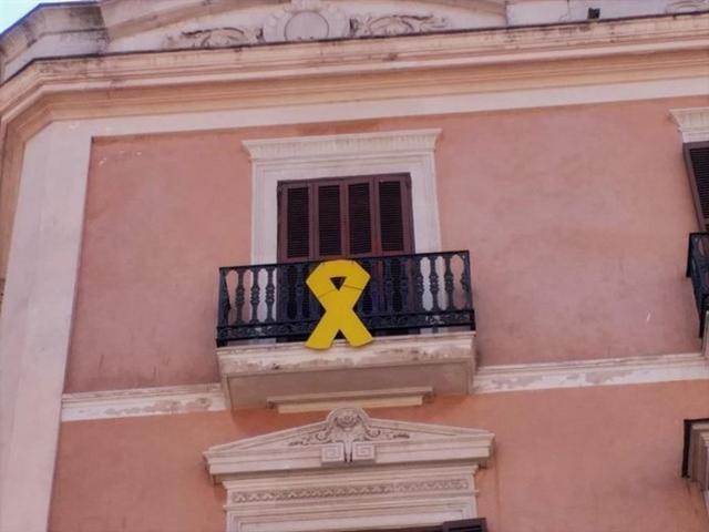Imagen de uno de los lazos denunciados por Vox Baleares (Foto: EP)