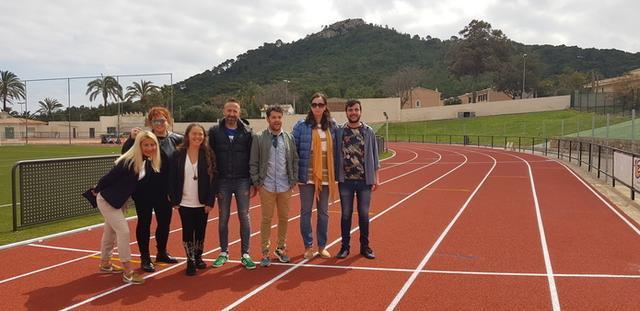 El alcalde de Capdepera, Rafel Fernández, en la pista de atletismo inaugurada este sábado (Foto: Ayto Capdepera)