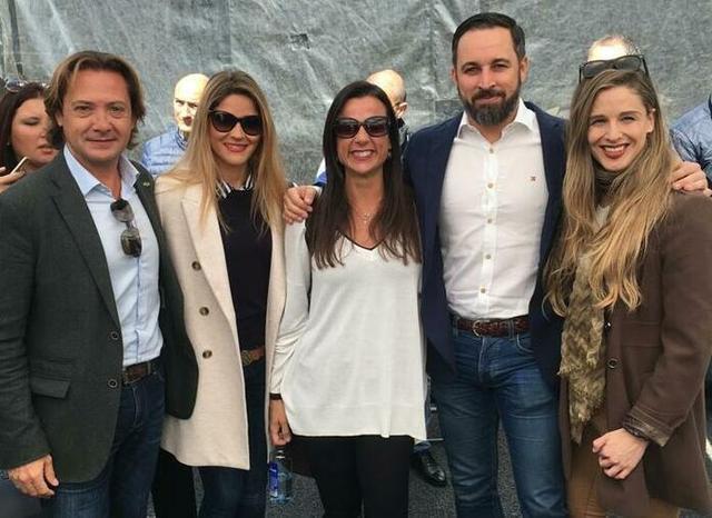 Campos, Ribas, Amat y Contestí junto al líder Abascal (Foto: Vox Baleares)