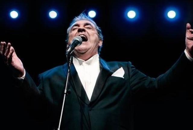 El cantautor argentino en plena actuación (Foto: EP)