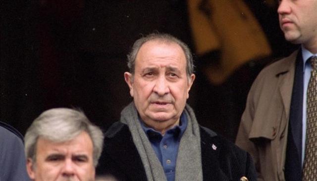 El controvertido Jesús Gil en el palco del Vicente Calderón (Foto: EP)