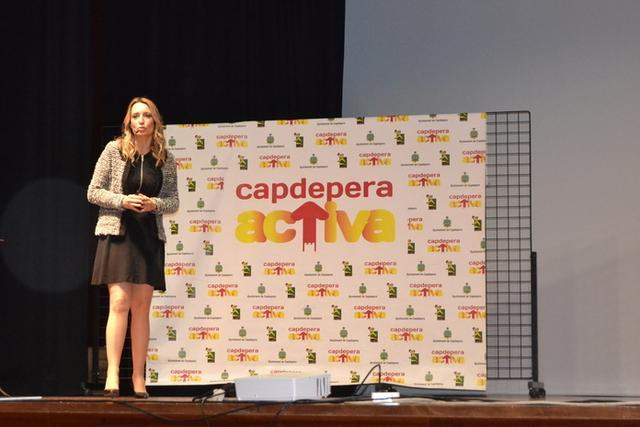 Patrícia Ramírez durante su conferencia (Foto: Ayto Capdepera)