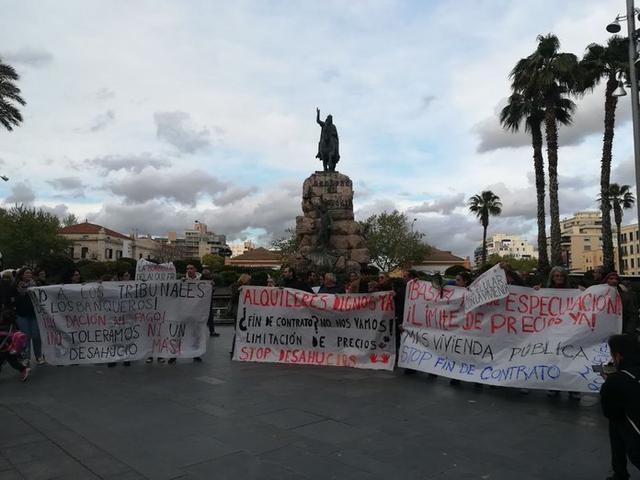 La manifestación ha arrancado en la Plaza de España (Foto: Twitter)