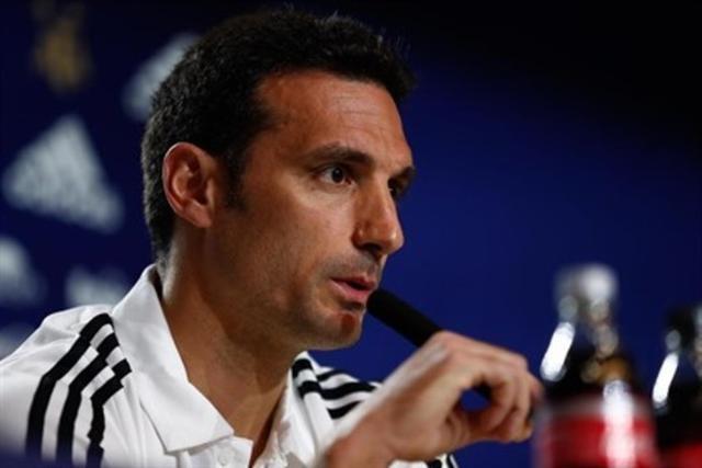 Scaloni durante una rueda de prensa como seleccionador argentino