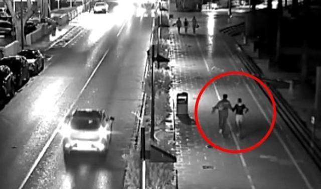 Fotograma registrado por una cámara de seguridad en el que aparecen el sospechoso junto a la desaparecida
