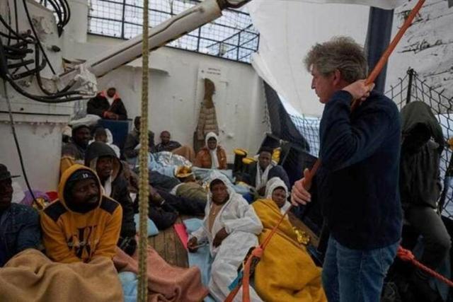 A bordo del barco hay mujeres y niños (Foto: EP)