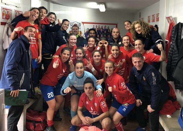 Las de Biel Pons celebrando el ascenso en el vestuario visitante (Foto: Twitter)
