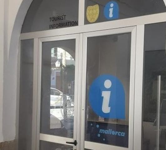 La oficina está situada en la entrada del Mercat