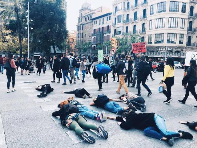 Imagen de la primera perfomance organizada en Ciutat (Foto: Facebook)