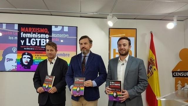 El presidente de Hazte Oir, Ignacio Arsuaga, junto a los autores de El libro negro de la nueva izquierda (Foto: Europa Press)