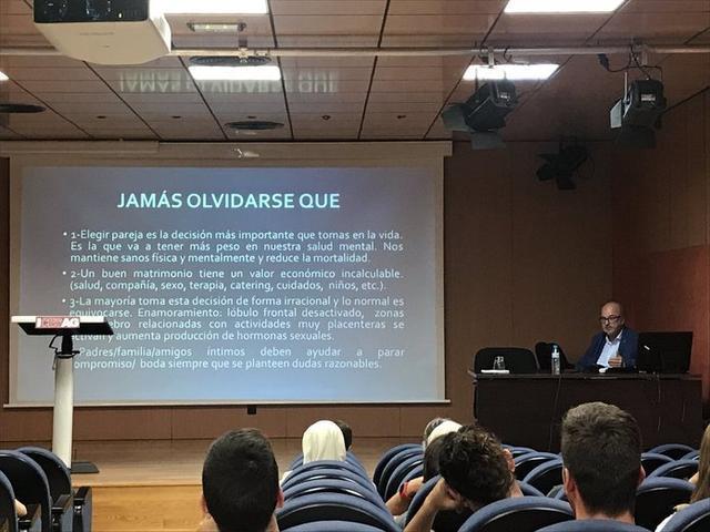 El doctor Blanes durante la conferencia llevada a cabo este miércoles (Foto: Cesag)
