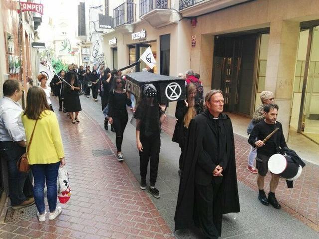 Momento de la marcha fúnebre (Foto: Twitter)