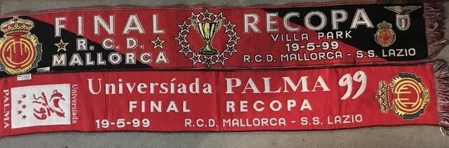 Bufandas conmemorativas de la final (Foto: Archivo familia Jaume)