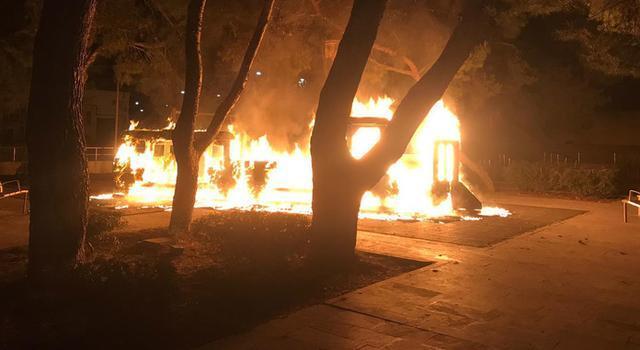 Las llamas calcinaron por completo el parque infantil (Foto: Guardia Civil)