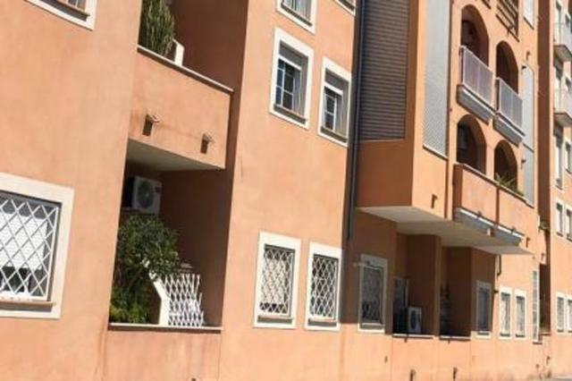 Fachada del edificio en el que ha sido okupada una de sus viviendas