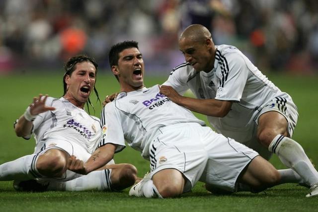 Reyes celebrando uno de sus tantos junto a Sergio Ramos y Robert Carlos