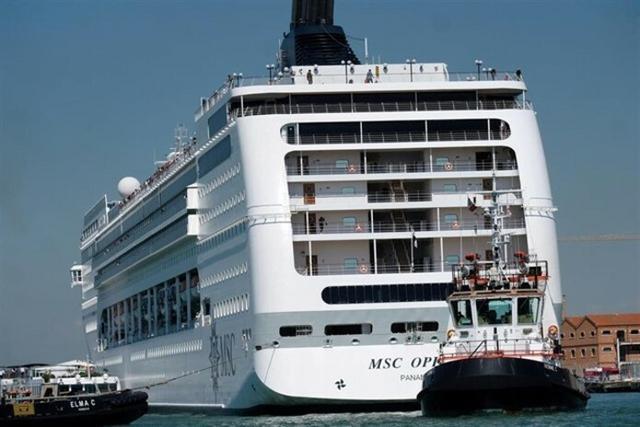 El choque ha reabierto el debate sobre la presencia de las grandes naves en la Ciudad de los Canales