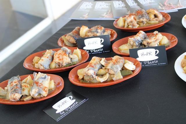 Hay platos con productos estrella de la cocina poblera; la anguila y la patata.