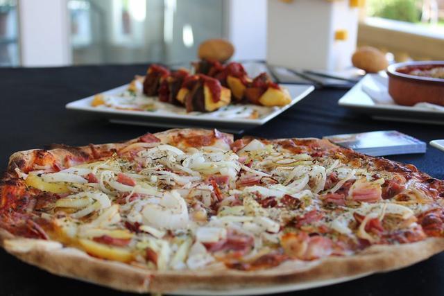 Pensada para toda la familia, la feria propone platos especiales para niños como esta suculenta pizza.