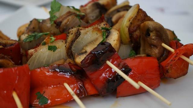 Los veganos y vegetarianos también tendrán opciones culinarias adaptadas a su dieta.