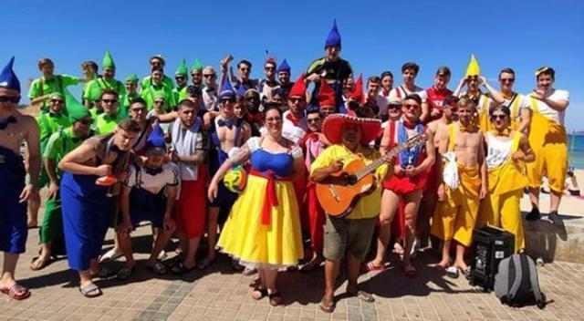 Los deportistas posando en la Platja de Palma (Foto: Instagram)