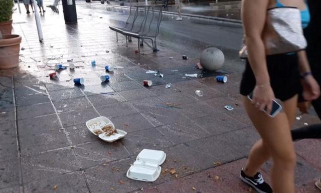 En verano, se llegan a recoger del suelo 500 kilogramos de residuos todos los días