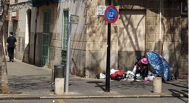 Ana vive en la calle, en concreto junto al Hostal Baleares