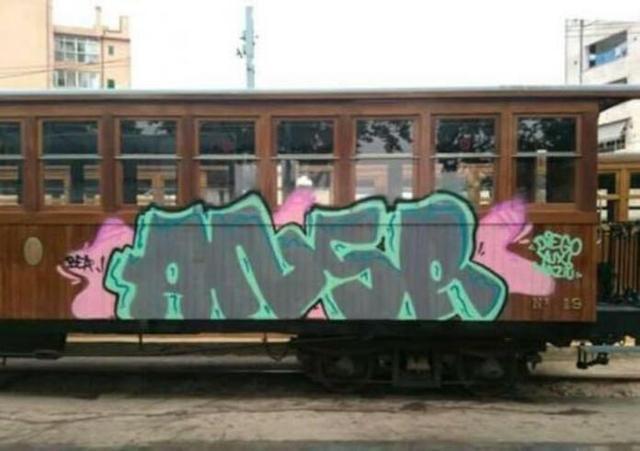 Pintada en un vagón del tren de Sóller (Foto: Facebook)