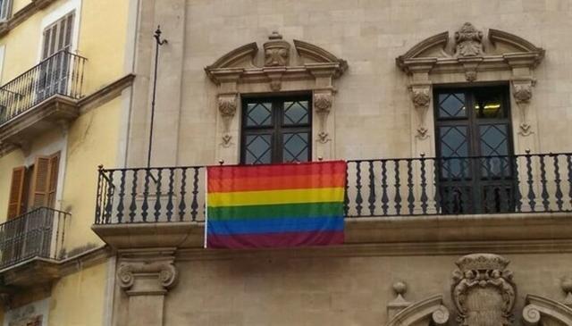Bandera LGTBI en Cort