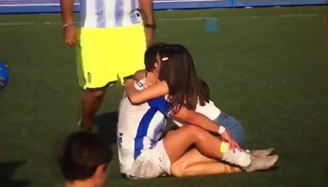 Tras el pitido final, las lágrimas han invadido el rostro de muchos de los jugadores locales
