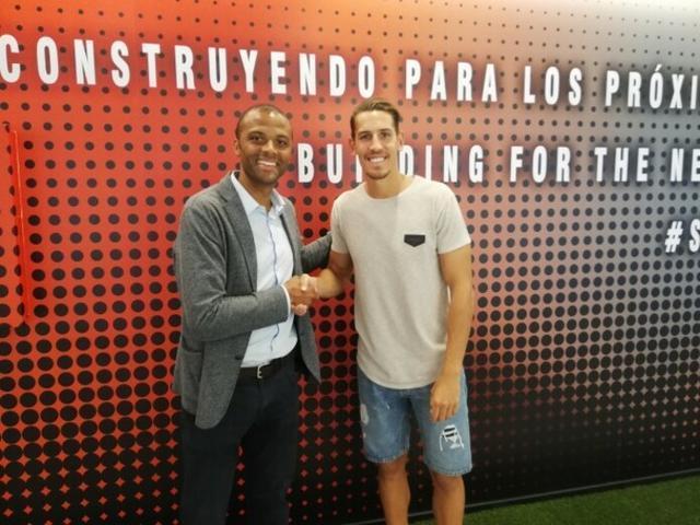 Maheta Molango y en el nuevo jugador barralet, Álex Alegría (Foto: RCDM)