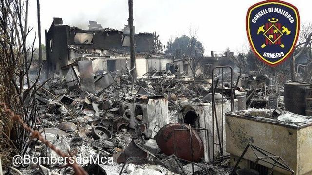 La parcela y la vivienda adjunta han quedado totalmente afectadas (Foto: Bombers de Mallorca)