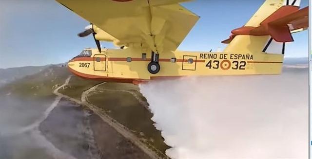 Ponerte en la piel de un piloto de avión destinado a la extinción de incendios forestales ya es posible a través de este vídeo