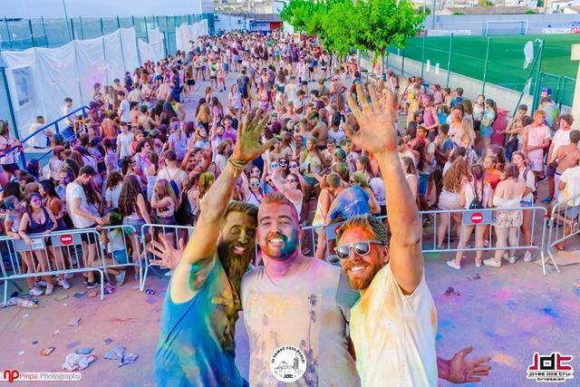La 'Binibrutal' es la fiesta de referencia para los jóvenes. Foto: 'Associació Joves des Trui'.